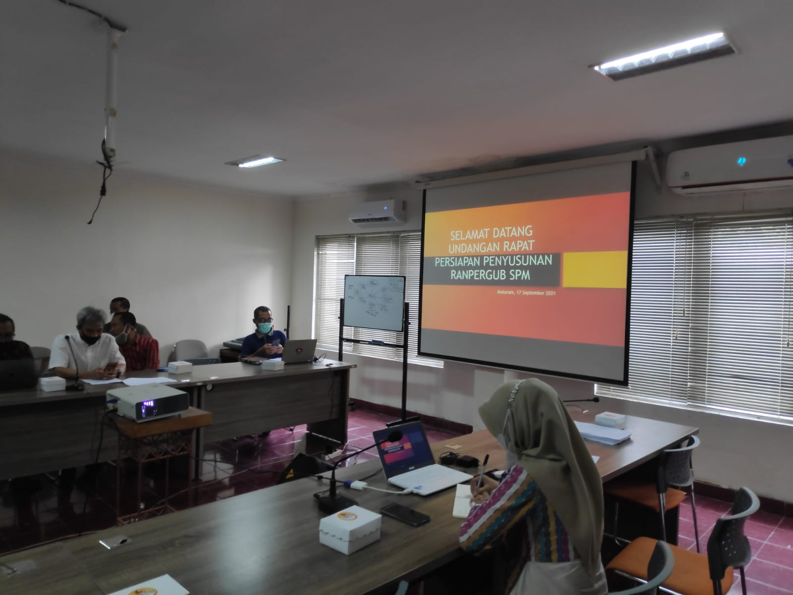 Rapat Persiapan Penyusunan Ranpergub Tentang Standar Pelayanan Minimal Dasar Pemerintah Daerah Provinsi NTB